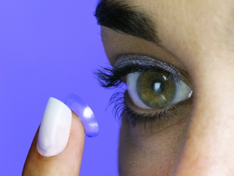Woman_Inserting_a_Contact_Lens.jpg