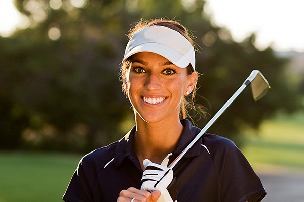 Woman_golfer_with_high_performance_lenses.png